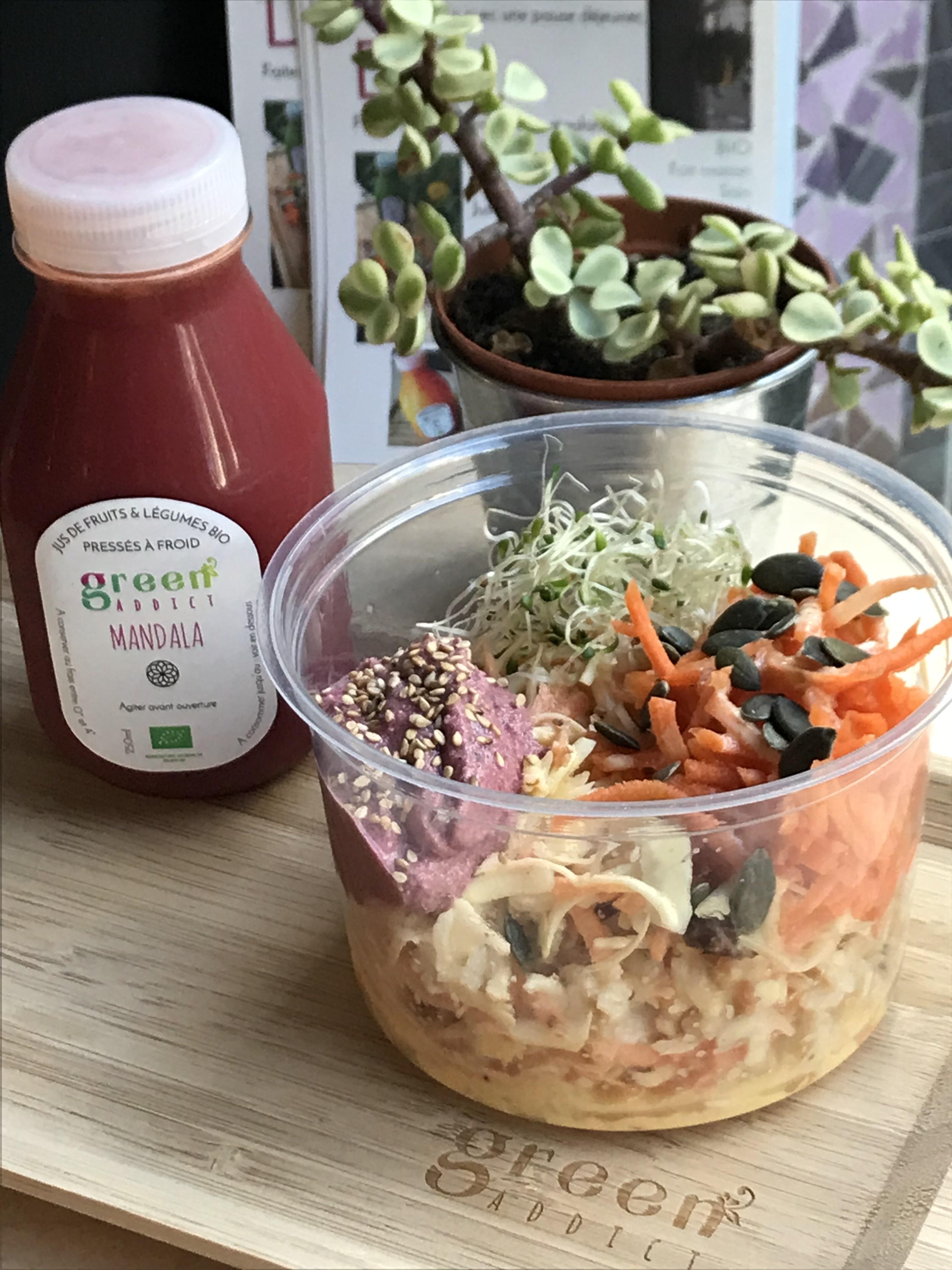 Bowl + jus Mandala sur plateau Green Addict Vegan in Nantes
