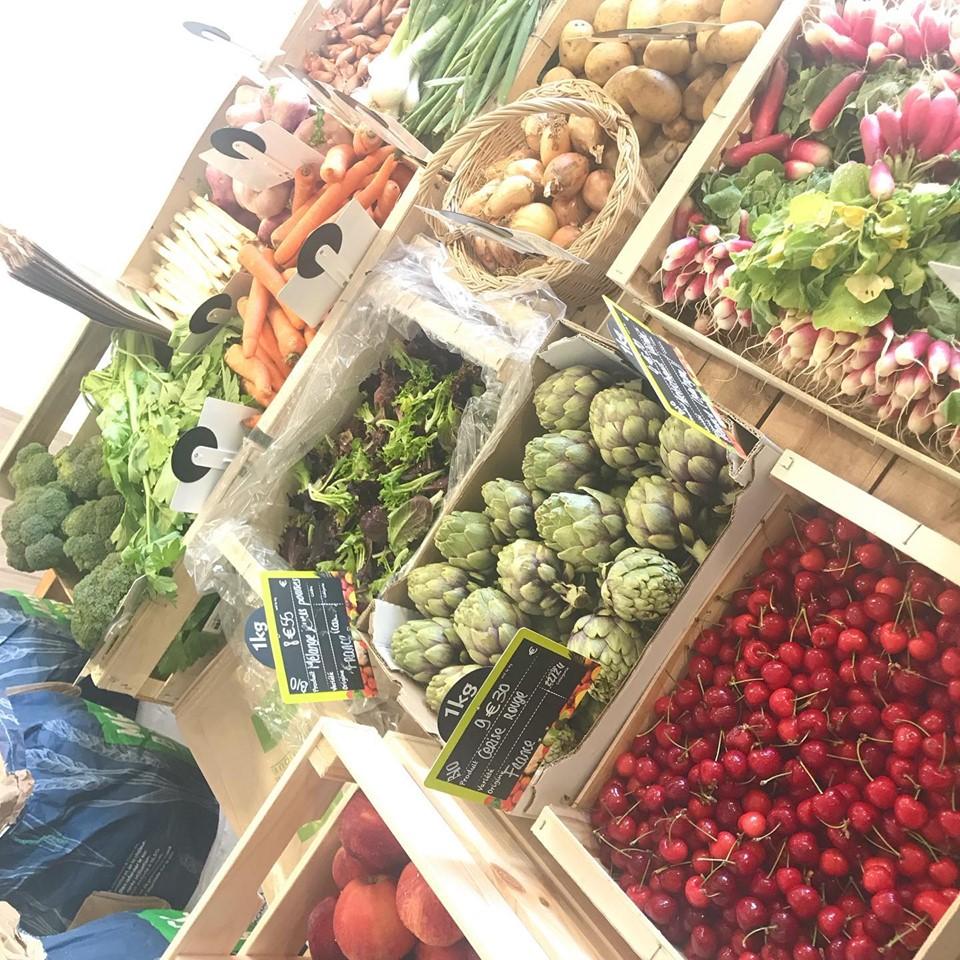 Bacs de fruits et légumes bio locaux de saison Le Nid Vgtal Vegan in Nantes