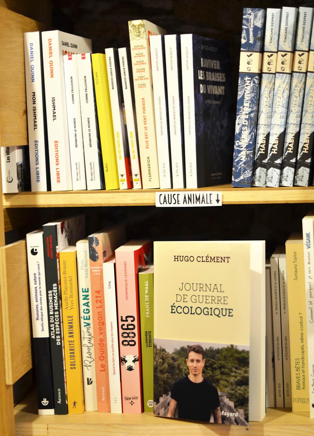 Rayon livres cause animale Librairie les Bien-Aimés