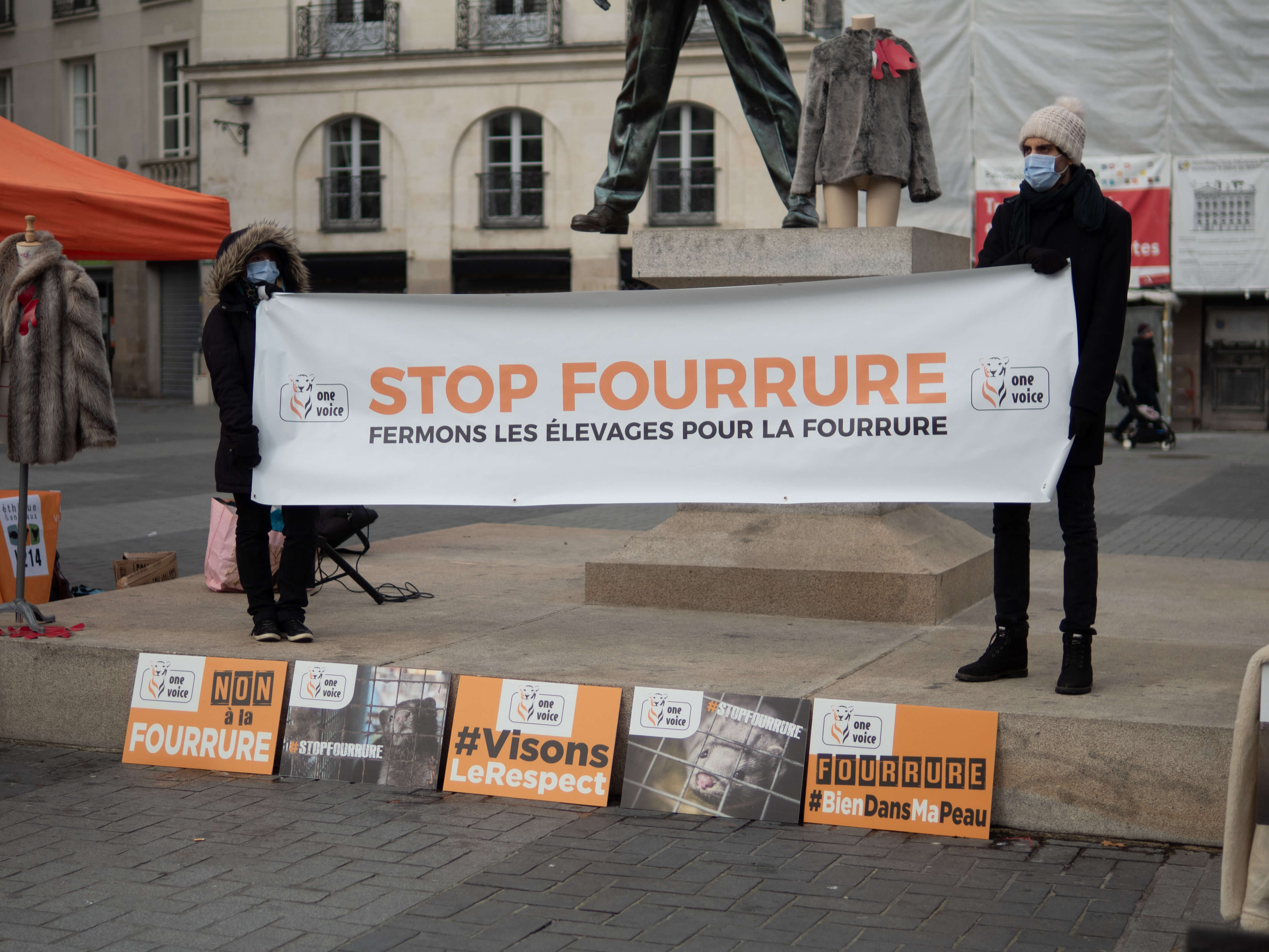 Action Stop Fourrure One Voice Nantes